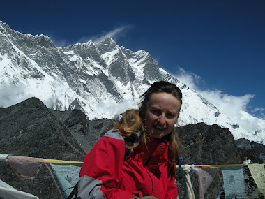 Dingbocze, w tle Lhotse 8516mnpm