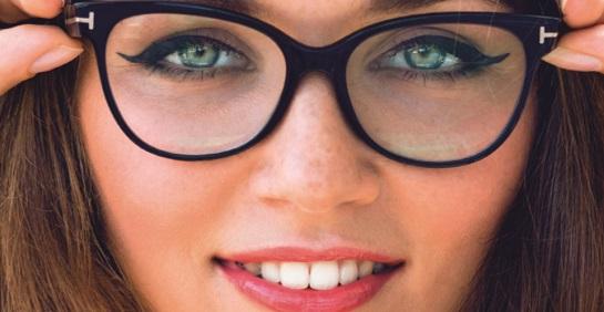 Combinação: óculos de grau e maquiagem