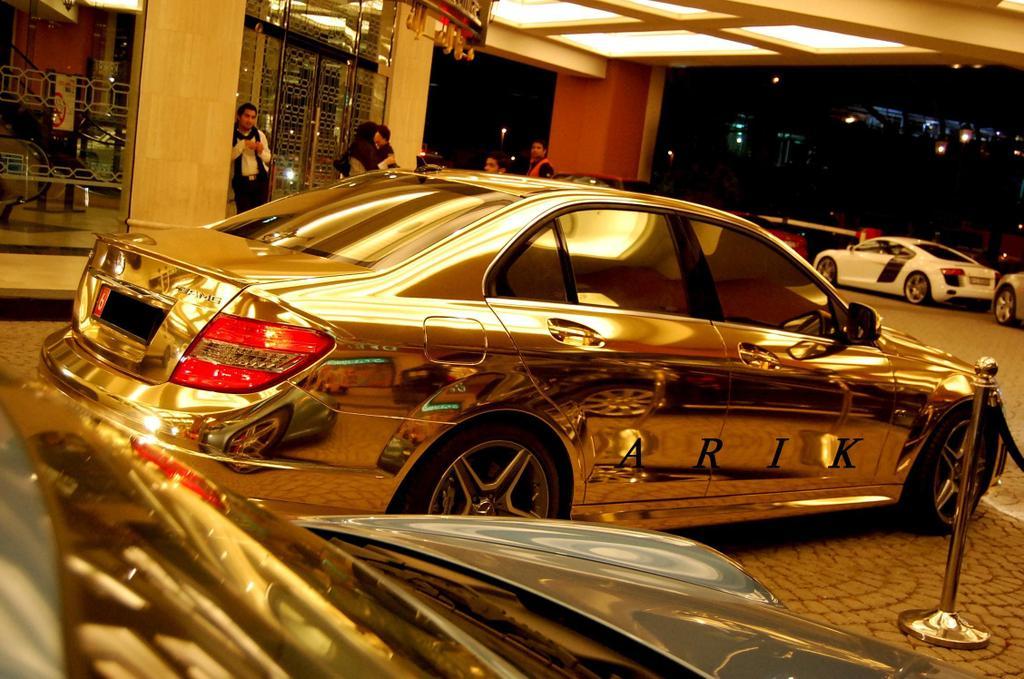 http://1.bp.blogspot.com/-zxEtFEAEOx4/TZM5YBaJF9I/AAAAAAAAAc8/uVed_cAjclw/s1600/mercedes+gold+car.jpg