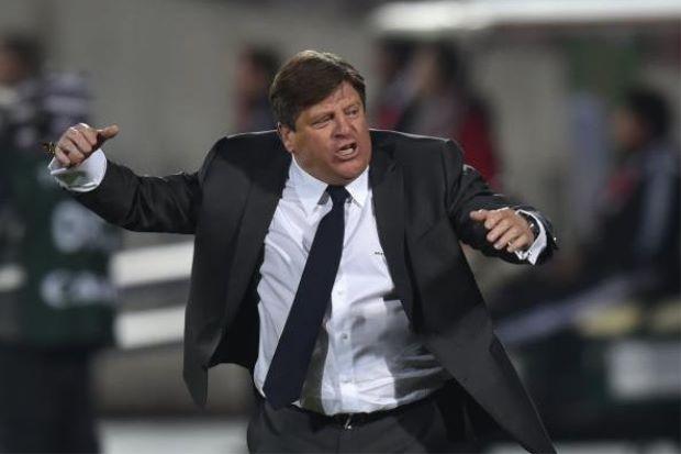 Jurulatih Bola Sepak Mexico Dipecat Selepas Tumbuk Wartawan