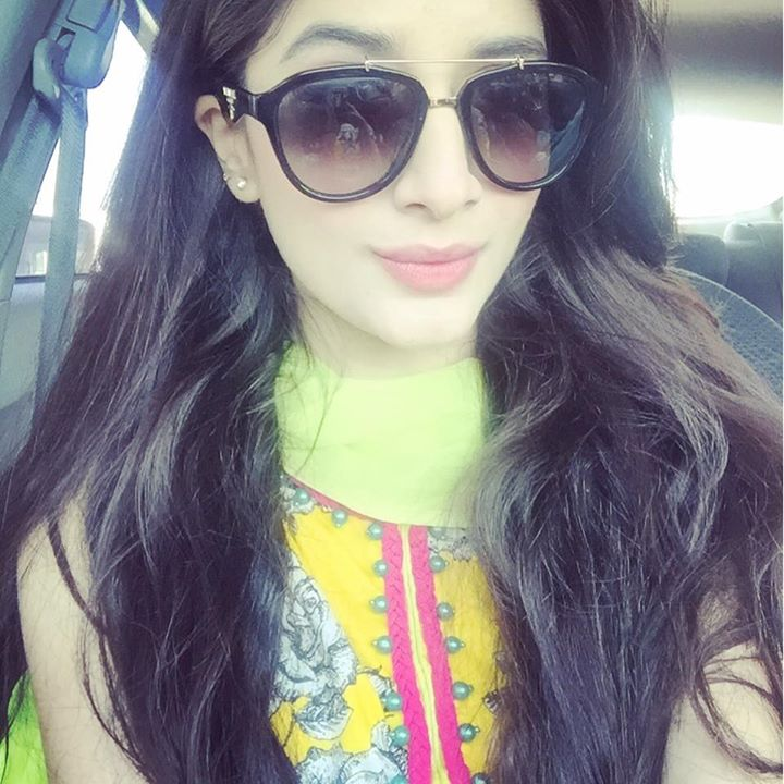 About Mawra Hocane:  Mawra Hocane is a Famous Pakistani Model and drama Actrees.she is very talented she gives us  many hit dramas such as main gunahgar nahi on Ary TV , Ahista Ahista Bilo bablo bhaiya ,Halki si khalish ,Mere harjaie , Ik Tamanah Lahasil si , yhan pyar nahi hai. Mawra Hocane Biography:  She Was Born on September 28 her star is libra.Mawra hocane favorite sport is football match.mawra hocane favorite color is pink.