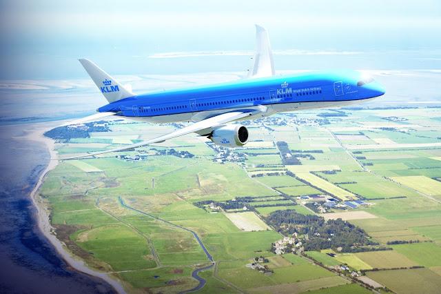 KLM B787 Dreamliner over the Dutch coast