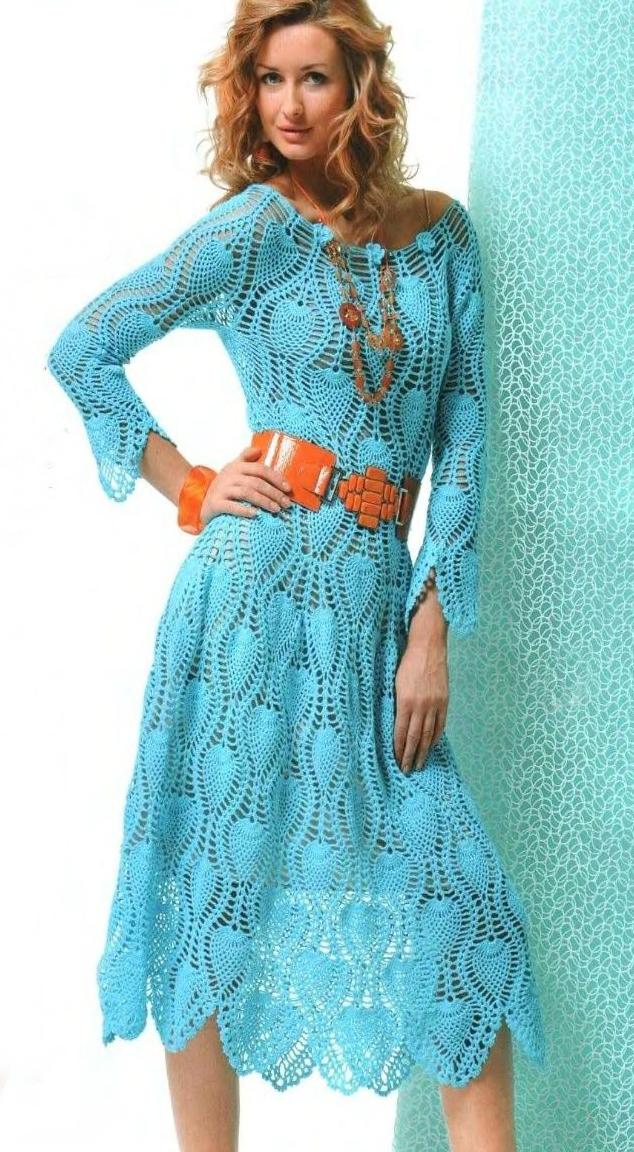 Стильное платье бирюзового цвета для