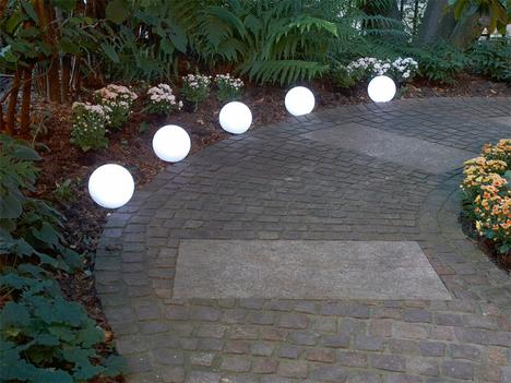 Muebles y decoraci n de interiores lamparas para jardin for Lamparas decorativas para jardin
