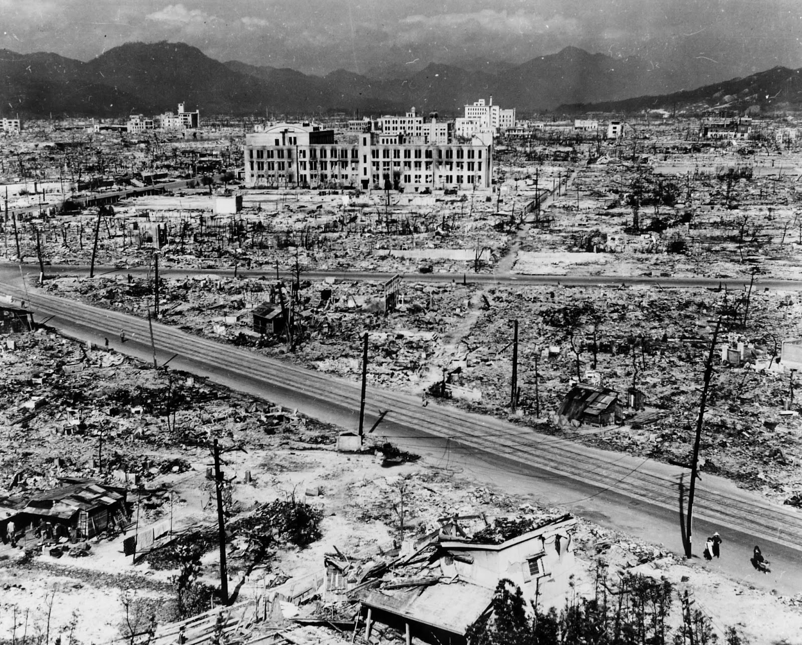 hiroshima mrs hatsuyo nakamura Mrs hatsuyo nakamura a tailors widow living in hiroshima who narrowly escapes the disaster when the explosion destroys her house.