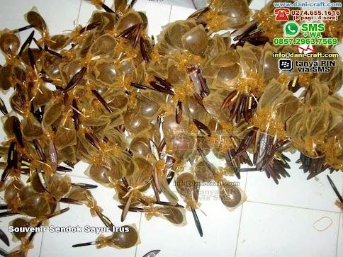 Souvenir Sendok Sayur Irus Kayu Lamongan Jatim