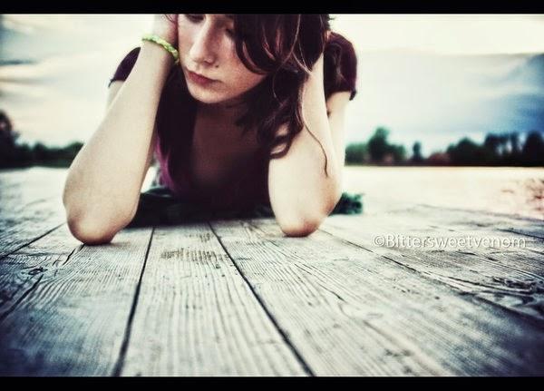 gambar cewek galau / kecewa