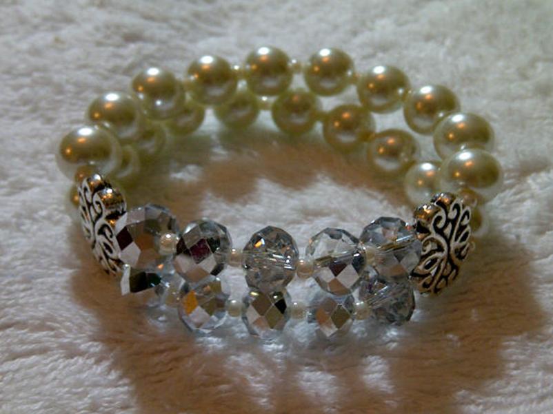 Pulsera de perlas, cristales y pewter