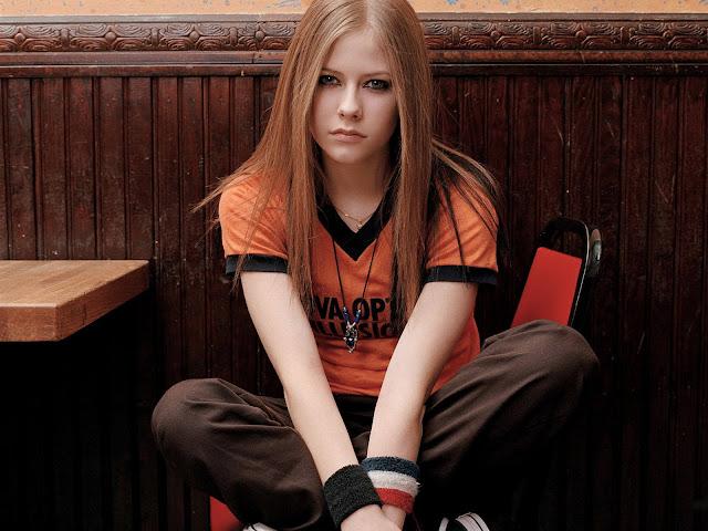 "<img src=""http://1.bp.blogspot.com/-zzARnZfTET0/Uf_HTp6_SYI/AAAAAAAADMY/sxuMoIWMAyA/s1600/pop_singer_avril_lavigne_5-normal.jpg"" alt=""Avril Lavigne wallpaper"" />"