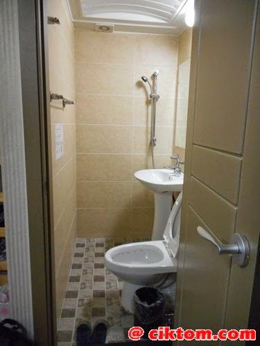 Bilik air bersih walaupun kecil.. ada heater, plug dan provide hair dryer