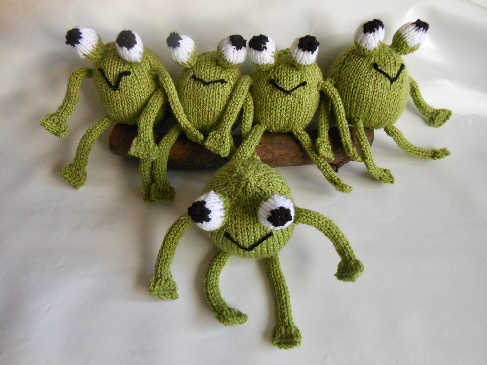 Clobelle: Five Little Speckled Frogs...