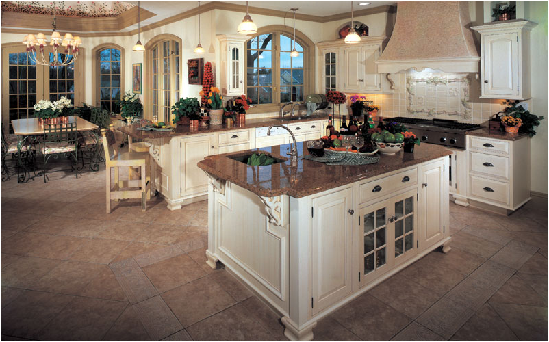 Traditional kitchen ideas room design ideas for Pics of traditional kitchens