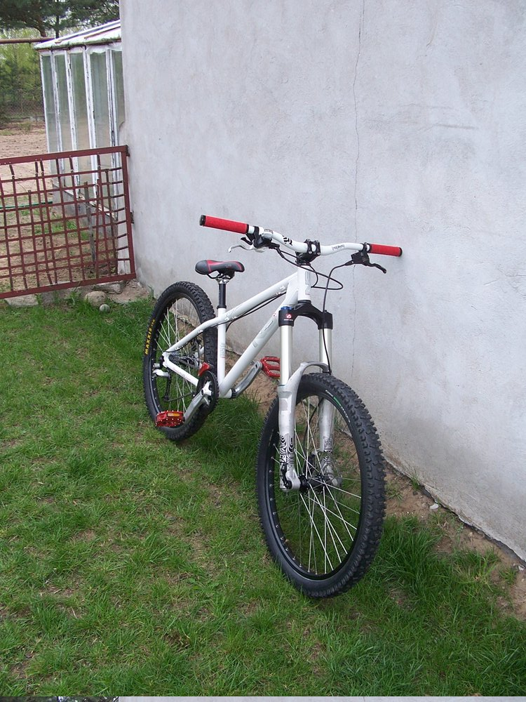 NS Bitch 2008 + Rock Shox Totem Solo Air 2009