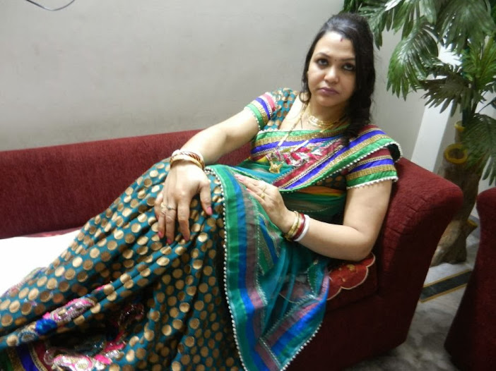 Hot Bobby Anita (Yoga Trainer) in Saree