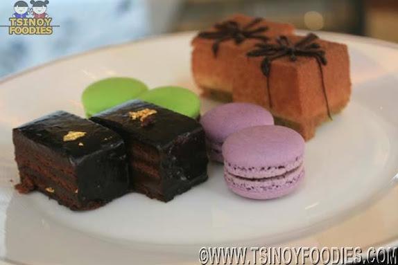 cakes macarons