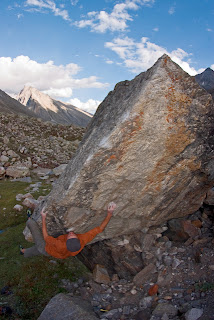 Base camp blues - bouldering