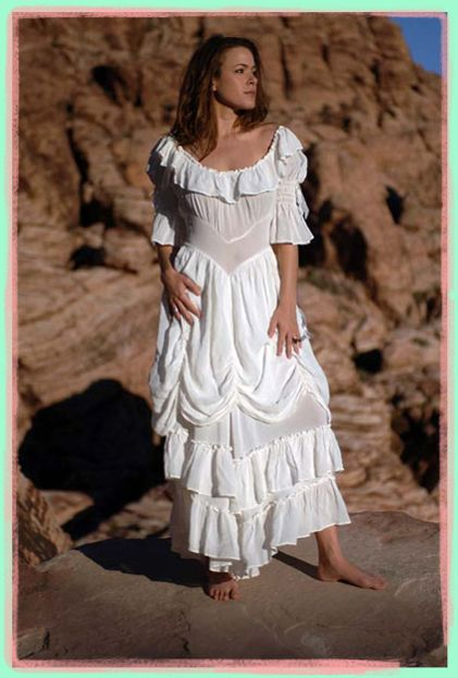Here we show some pictures of western wedding dresses for your wedding theme