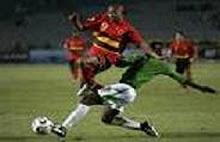 Jogador angolano canelado na area, Pedro falha penaltieeeee