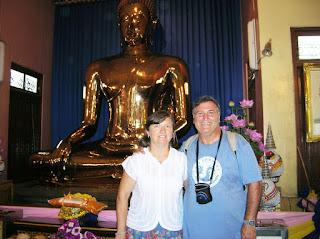 Buda de Oro, Wat Trimitr, Bangkok, Tailandia, Tahilandia, vuelta al mundo, round the world, La vuelta al mundo de Asun y Ricardo
