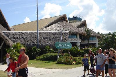 Aeropuerto de Punta cana, República Dominicana, Punta Cana airport, Dominican Republic, aéroport de Punta Cana, République Dominicaine vuelta al mundo, round the world, La vuelta al mundo de Asun y Ricardo