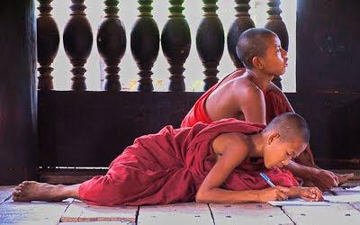 monjes budistas, fotodiario de pilar y sergio, blog fotodiario de pilar y sergio, entrevista fotodiario de pilar y sergio, vuelta al mundo, round the world, información viajes, consejos, fotos, guía, diario, excursiones