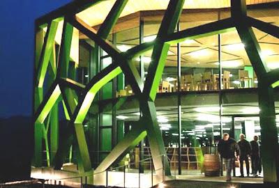 Taccuini internazionali le cattedrali del vino cantine for Architetti interni famosi