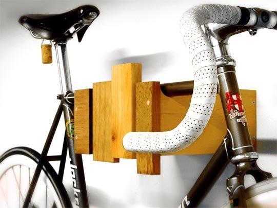 desde luego con un colgador de bicis como este casi me atrevo a ponerla en el saln lo he visto aqu