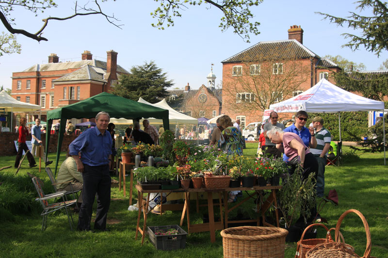 Burnham Market Craft Fair | All of Burnham Market�s village greens will be covered by exhibits for this year�s craft fair - Stay with us, avoid the crowds and catch the Coasthopper into Burnham Market for the fair!