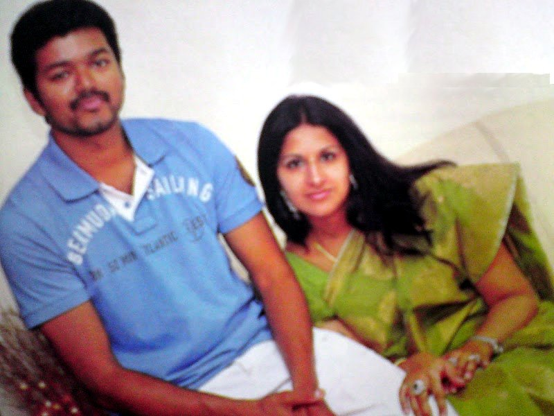 Ilayathalapathy vijay sangeetha wedding anniversary pics video