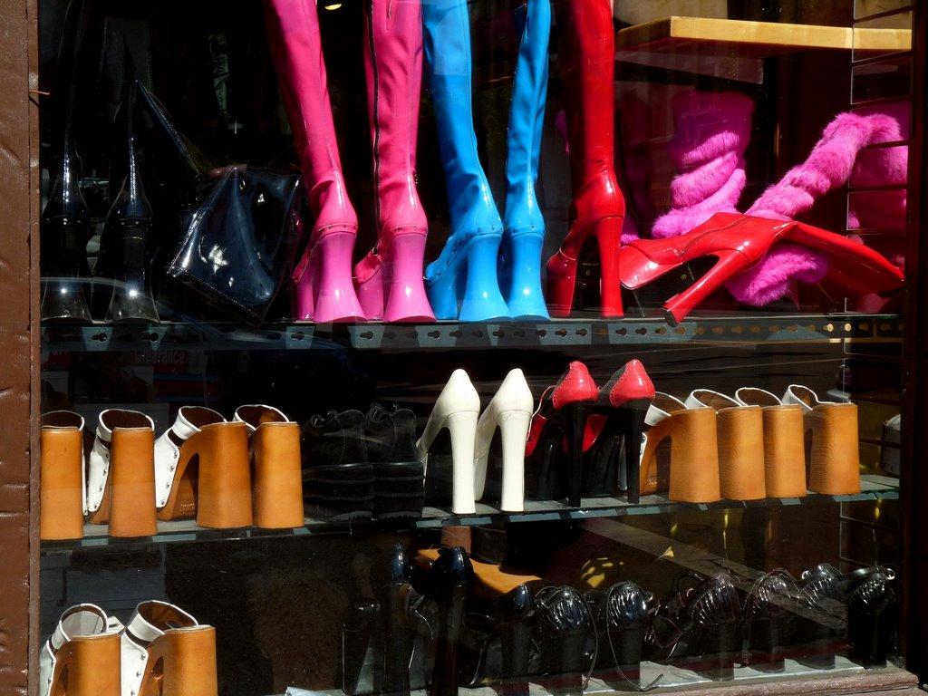 http://1.bp.blogspot.com/_-8GnukcNA50/TEYEzzkJu4I/AAAAAAAADjo/93gib0v5thw/s1600/shoes-766975.jpg