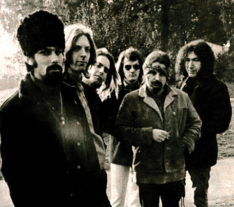 woodstock revolution 1969 Son groupe, big brother and the holding company, est adoré par les hippies mais c'est avec son nouveau groupe, kozmic blues band, qu'elle participera au festival de woodstock en 1969.
