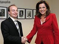 SKOPIA+NTORA Κα Μπακογιάννη, Καταλήξατε τελικά ΤΙ θα γίνει με την Εθνικότητα των Σκοπιανών και πως θα ονομάζεται η γλώσσα τους; ΟΧΙ ΜΑΚΕΔΟΝΙΚΗ Ε;