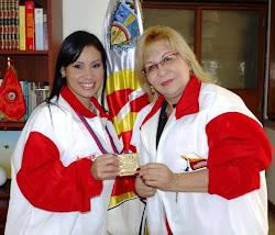 Alcaldesa Prof. Amalia Sàez y Johana Sànchez