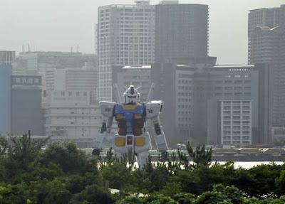 Réplica de 18 metros de Gundam construída no Japão