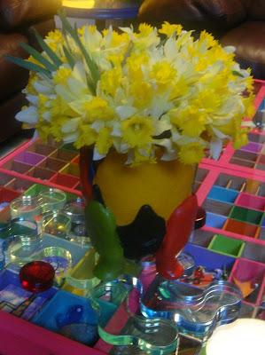 Jonquilles dans vase Gaetano Pesce