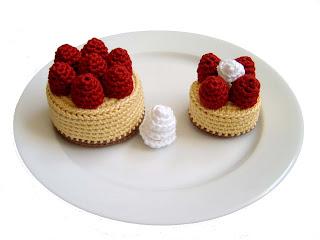Little Things Blogged: { Crochet Cake }