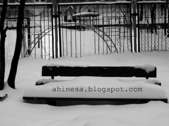 скамья в снегу, зима, снег