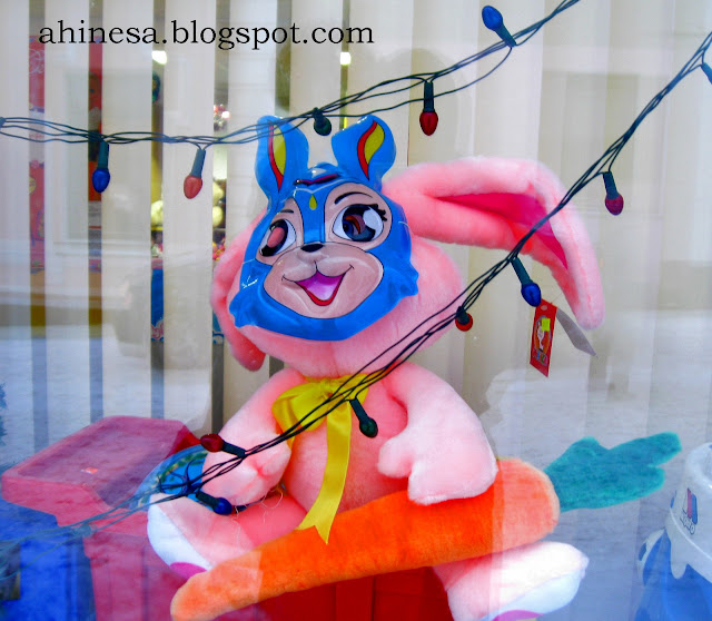 заяц, розовый заяц, заяц в маске, заяц в маске зайца
