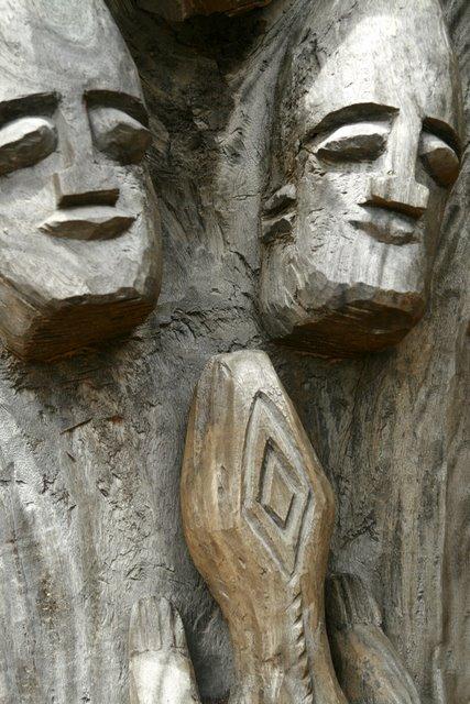 Tallas simétricas de madera