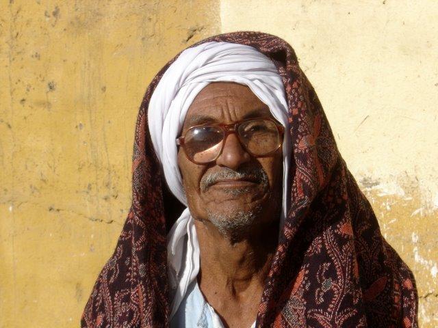 Respetable señor egipcio.
