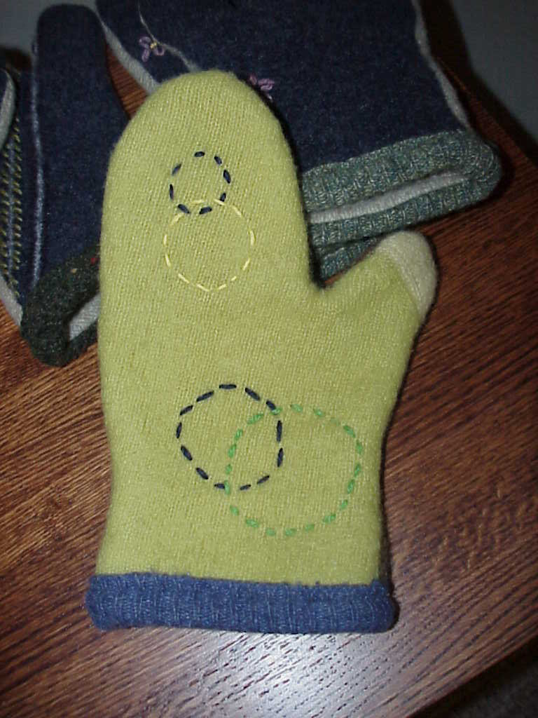 Knitting Pattern Oven Gloves : Kriskrafter: Free Felted Oven Mitt Pattern!