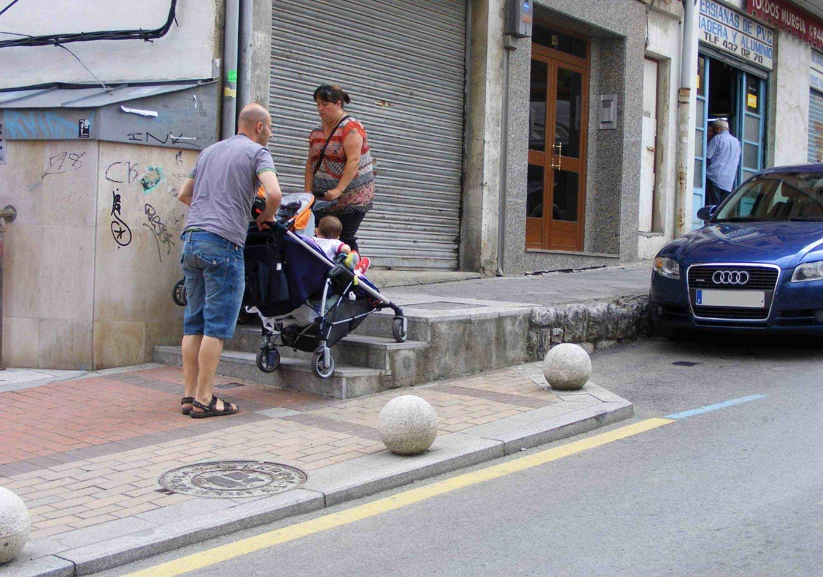 El pp denuncia las barreras arquitect nicas de la calle for Barreras arquitectonicas