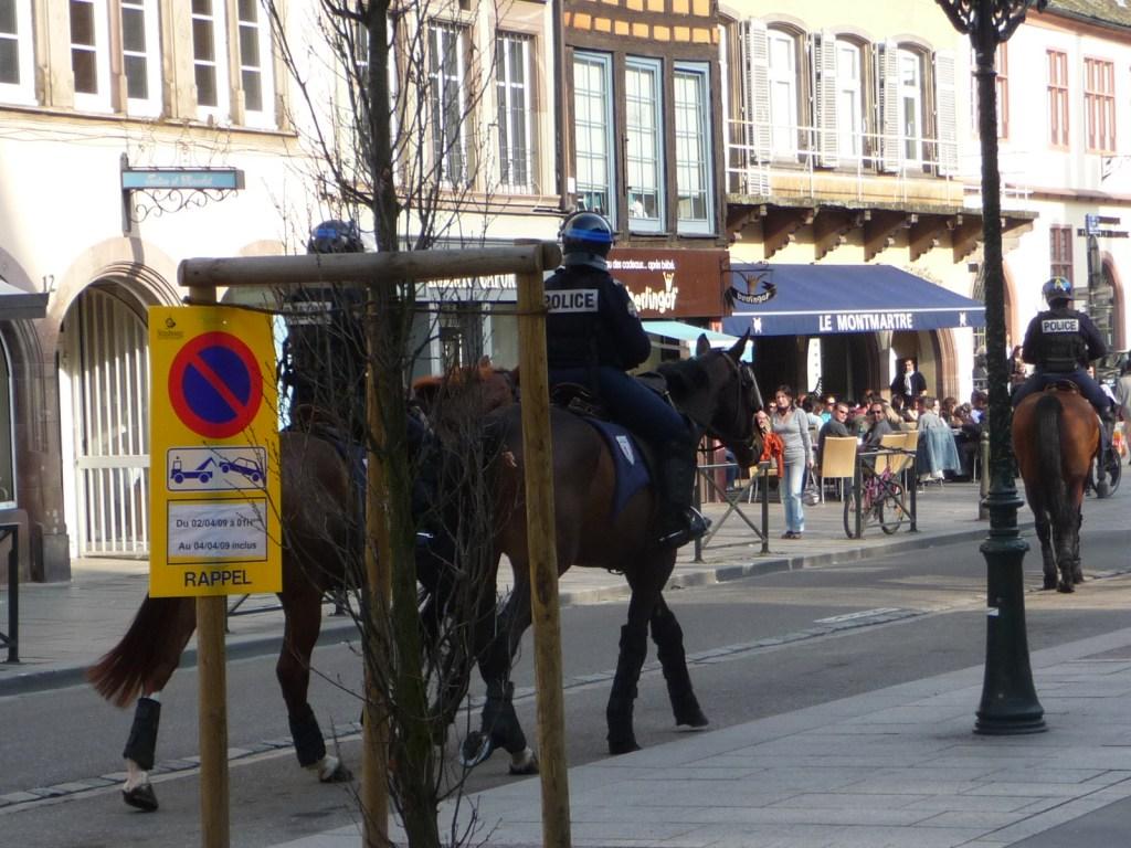Otan, Strasbourg, Nato, haute securite, motard, berret, police montée,
