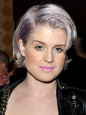 kelly osbourne revamping her look with grayish lavender hair