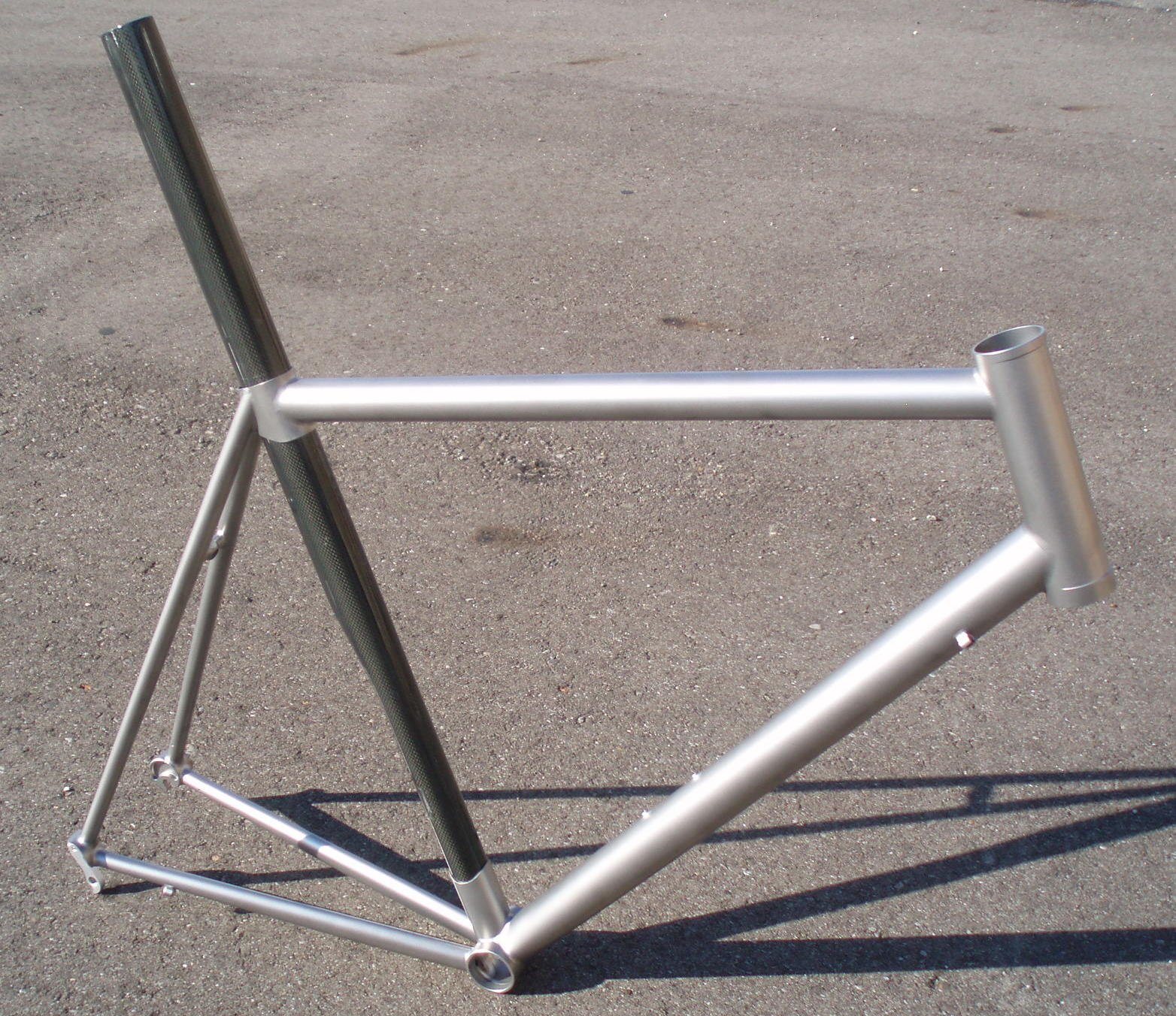 Quiring Cycles: Titanium/Carbon Frame with Tapered Steerer Headtube