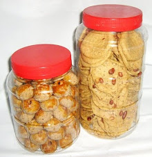 Biskut Mazola dan Rempeyek