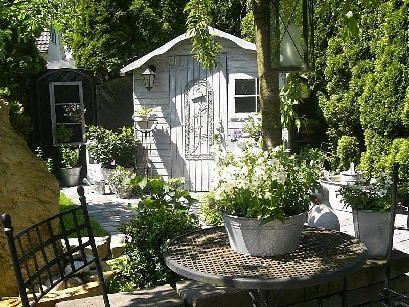Vintage inspired little summer house - Shabby chic giardino ...