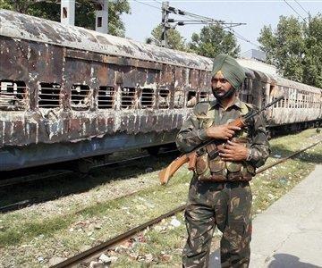 [Train+burnt+in+violence+over+attack+on+dera+sachkhand+balla+guru+in+asutrai]