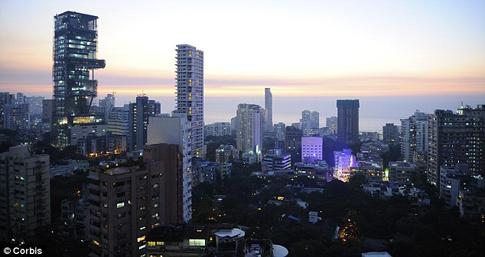 Mukesh Ambani Orang Terkaya India - kontruksi Antilia, dibangun oleh Mukesh Ambani, menara 27 lantai di  Mumbai, India
