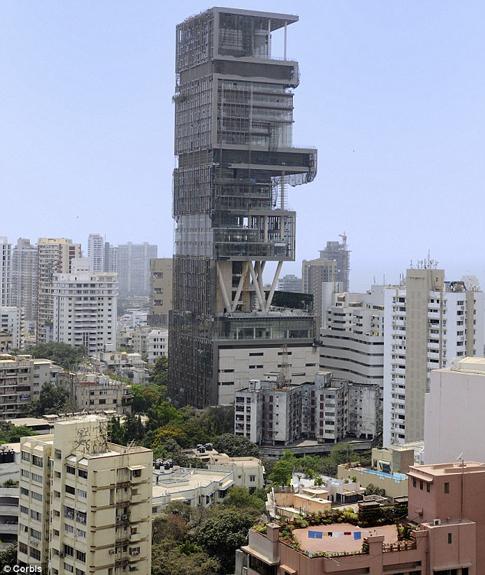Mukesh Ambani Orang Terkaya India - Antilia, dibangun oleh Mukesh Ambani untuk empat  anggota   keluarganya (seorang istri dan 3 anak), menara 27 lantai di  Mumbai, India